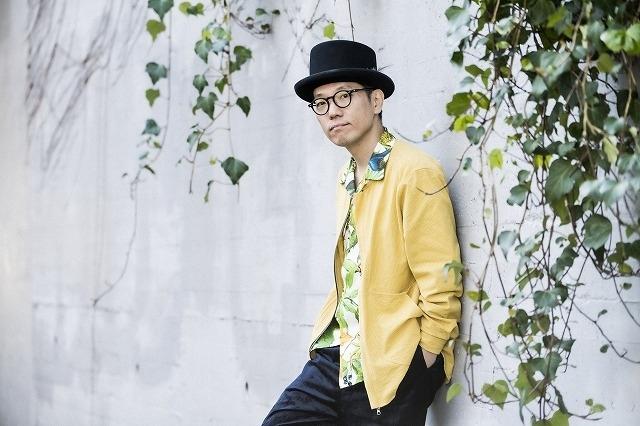 鈴木正人が作曲と編曲を担い、ハナレグミが歌う主題歌「賑やかな日々」