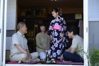 山田孝之&國村隼が義理の親子に!「ステップ」家族団らんシーン公開