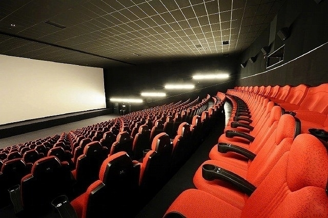 「低リスク」のエリアにある映画館では条件付きの営業が可能に