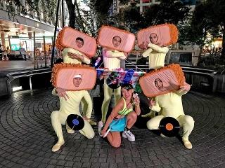 フワちゃん、北村匠海「とんかつDJアゲ太郎」で映画初出演! とんかつ頭&全身タイツ姿の北村と渋谷で遭遇!?