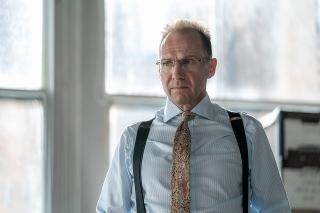 ヴォルデモート卿が正義の弁護士に! レイフ・ファインズの名演光る「オフィシャル・シークレット」場面写真