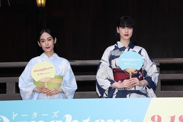"""三吉彩花&阿部純子、今年初の浴衣姿を披露! 理想的な""""夏休みの過ごし方""""も告白"""