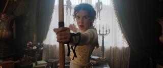 """ミリー・ボビー・ブラウンが、""""名探偵ホームズ""""ヘンリー・カビルの妹に! 9月23日配信&予告完成"""