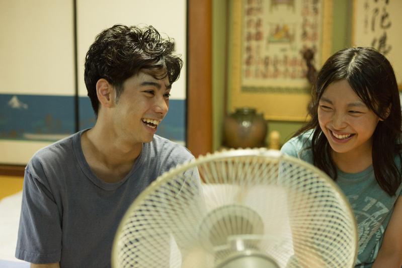 村上虹郎と芋生悠が明かす、映画館で映画を見る理由