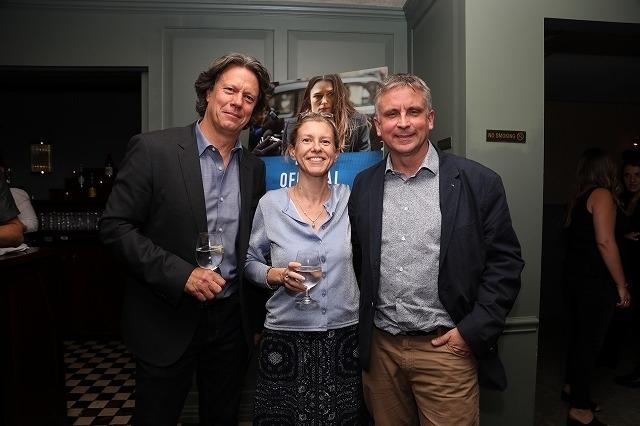 (左から)ギャビン・フッド監督、キャサリン・ガン、マーティン・ブライト