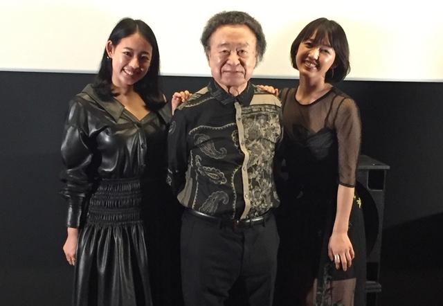 篠山紀信とRina(右)、Mari