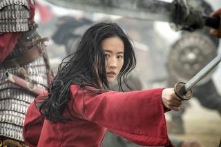 """実写版「ムーラン」が""""本命""""中国で苦戦 ランキングでは首位"""