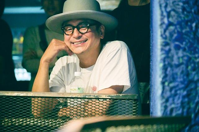 「461個のおべんとう」原作者のインタビュー映像 井ノ原快彦がギターを弾く姿も