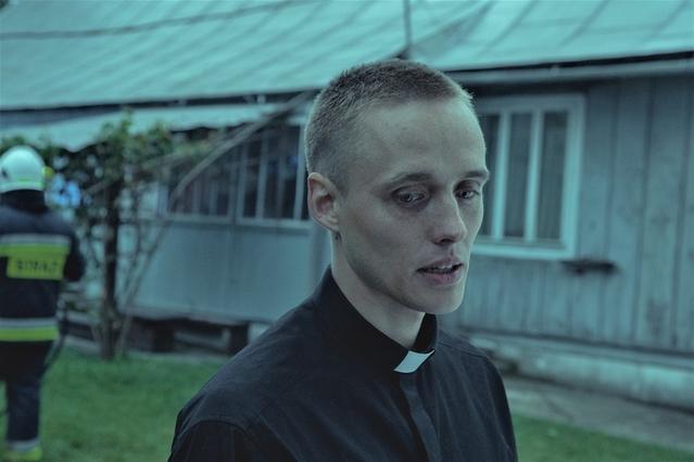 「聖なる犯罪者」の一場面