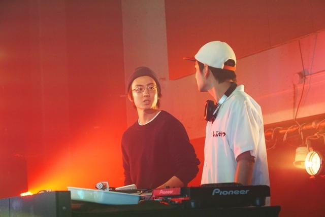 北村匠海、ノリノリのDJ姿を披露! 親友・伊藤健太郎は久々の競演に「新鮮です」 - 画像1