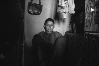 少年への残虐行為にベネチアで退場者続出 発禁書を映画化「異端の鳥」本編映像