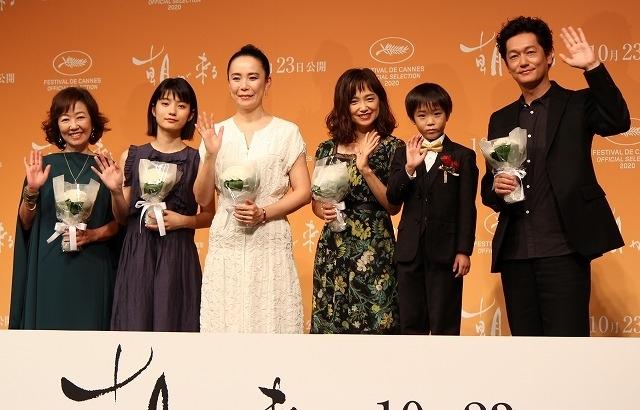 (左から)浅田美代子、蒔田彩珠、河瀬直美監督、永作博美、佐藤令旺、井浦新