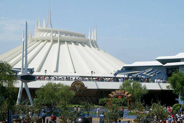 米ディズニーが人気アトラクション「スペース・マウンテン」を実写映画化