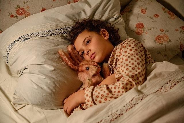 世界的絵本作家ジュディス・カー(「おちゃのじかんにきたとら」)の過酷な少女時代を描く