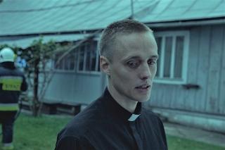 前科者が司祭になりすます 実話から生まれた衝撃作「聖なる犯罪者」予告編