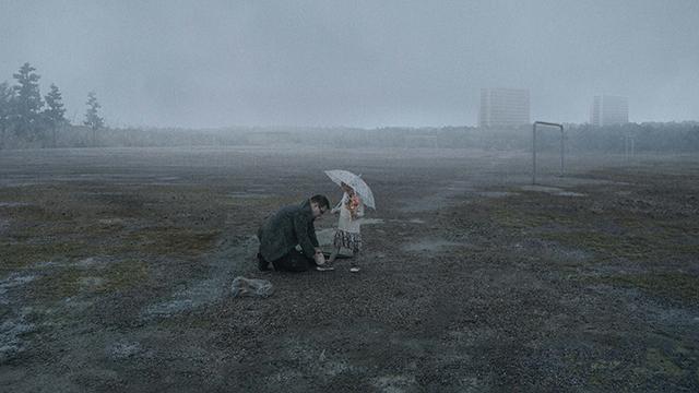 室内セットで屋外豪雨シーンを撮影 徹底的に手作りにこだわったロイ・アンダーソン新作メイキング映像