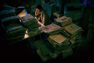 中国1億人の人権をペンで守った記者の実話 ジャ・ジャンクー製作、新鋭ワン・ジン監督デビュー作の公開決定