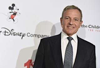 ディズニー元CEOボブ・アイガー、Disney+は「人員倍増」 Netflixの功績、人種差別問題にも言及