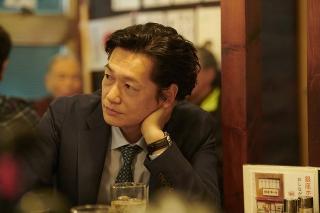 井浦新、実際に酒を飲んで撮影 リアルを追求した「朝が来る」本編映像