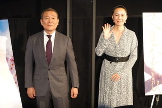「再会の奈良」 河瀬直美が来日叶わぬ監督のために報道陣を逆撮影