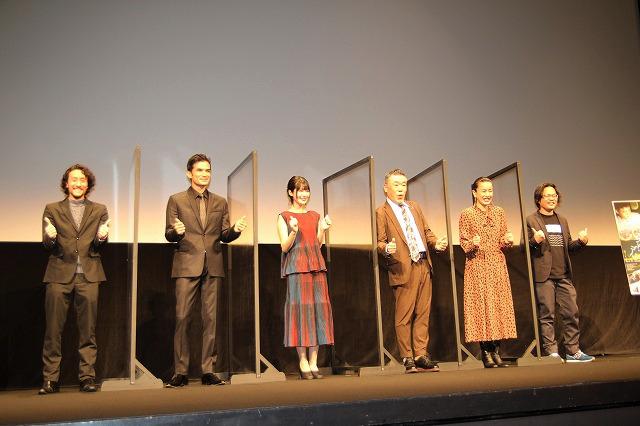 キャスト全員、ストーリーが分からない!? 台本なし、現場で演出…リム・カーワイ監督の映画づくり