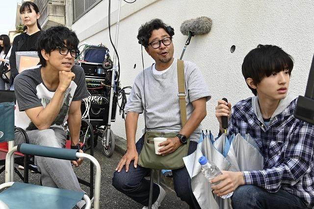 井ノ原快彦、声に注目の細やかな役作り 道枝駿佑とのメイキング写真も公開