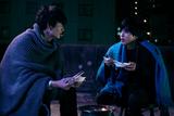 """岡田将生×志尊淳 """"心霊探偵バディ""""誕生の瞬間を収めた「さんかく窓の外側は夜」メイキング映像完成"""