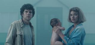 スティーブン・キングを驚かせた精神崩壊スリラー ジェシー・アイゼンバーグ主演「ビバリウム」3月公開