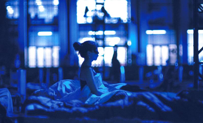 マックス・リヒターによる真夜中から明け方までベッドで聞くコンサートを体験するドキュメンタリーが公開