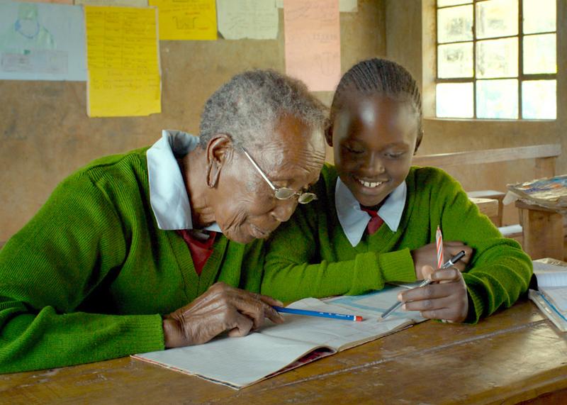 94歳のおばあちゃん、なぜ小学校に入学した? 「GOGO」冒頭映像