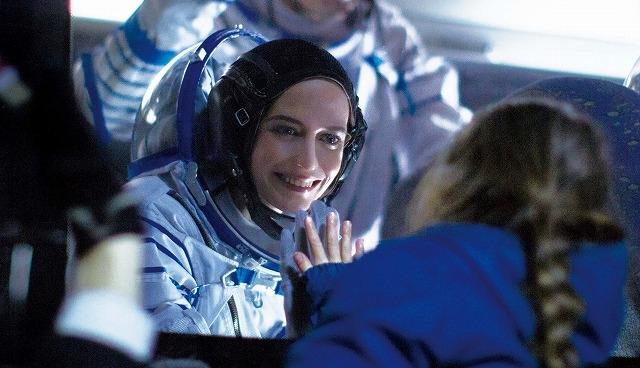 """""""宇宙飛行士""""エバ・グリーン、長年の夢と一人娘の狭間で葛藤…「約束の宇宙」予告編"""