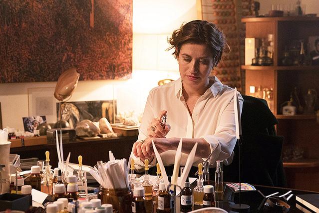 【「パリの調香師 しあわせの香りを探して」評論】優しい芳香に癒される、香水業界を舞台にした繊細な人間ドラマ