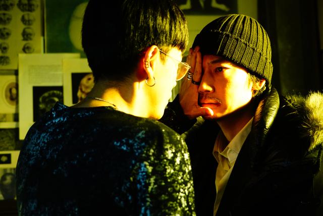 綾野剛主演 実写版「ホムンクルス」場面写真20点一挙公開 映画版は原作にないオリジナル展開も - 画像9