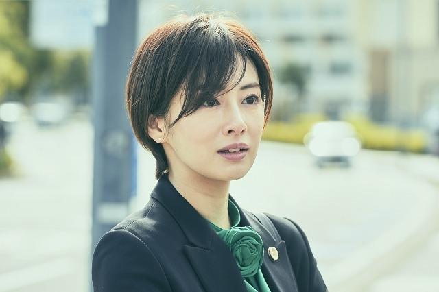 北川景子「さんかく窓の外側は夜」に出演 平手友梨奈との再共演を喜ぶメイキング&仲良し2ショットも