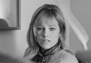 仏女優ナタリー・ドロンさん死去 「サムライ」で元夫アラン・ドロンと共演