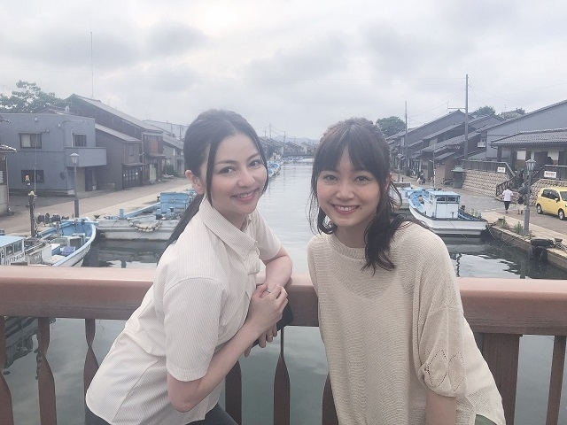 撮影時の香里奈(左)と深川麻衣