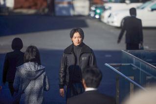 綾野剛、撮影現場で「俳優を尊敬しないで」 「ヤクザと家族 The Family」藤井道人監督に伝えた理由