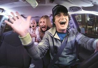 「ストレンジャー・シングス」ジョー・キーリーが狂気のドライバーに 「スプリー」場面写真