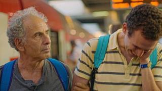 子育てに悩み、葛藤し、奮闘する父 チャップリン「キッド」から着想を得た「旅立つ息子へ」新場面写真