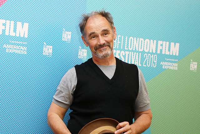マーク・ライランスが「イミテーション・ゲーム」脚本家の監督デビュー作に出演