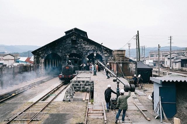 撮影現場となった熊本・人吉駅の石造機関庫。人吉市は2020年7月の豪雨災害で大きな被害を受けた。