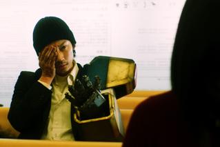 綾野剛主演「ホムンクルス」新たな場面写真公開 劇場だけで見られる特別映像上映決定