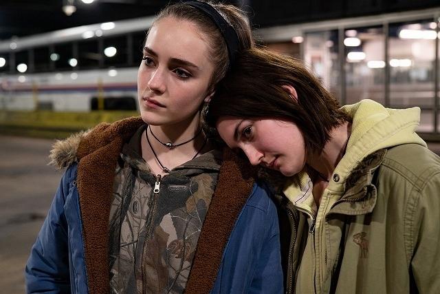 中絶手術を受けるため、2人の少女がNYへ