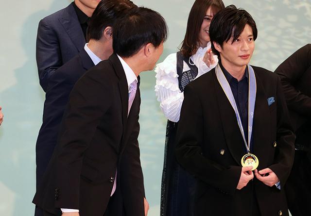 本物の金メダル提げ感無量の田中圭、「ヒノマルソウル」も「金メダル欲しい」 - 画像8
