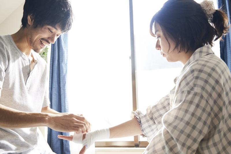 木村文乃、戦う男たちを見守るヒロインを繊細に表現 「BLUE ブルー」場面写真