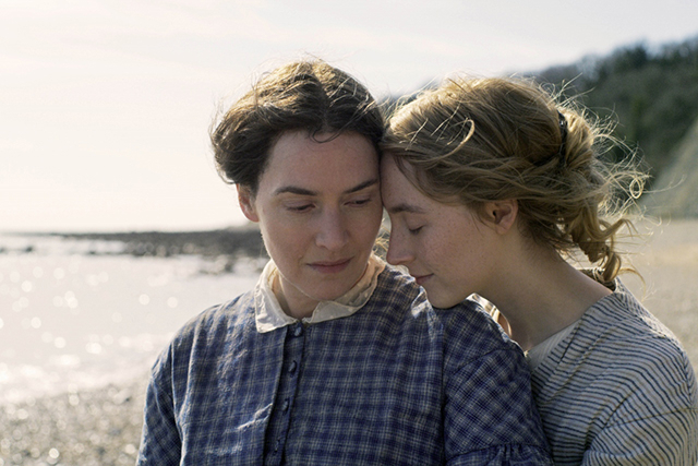 【「アンモナイトの目覚め」評論】息を殺して見守らずにはいられない、2大女優が紡ぐ足枷から解き放たれた絆