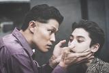 """日本映画史に残る悪役誕生の予感!「孤狼の血 LEVEL2」""""悪魔の男""""鈴木亮平をとらえた場面写真"""