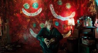 セカオワFukase、殺人鬼の役づくりで巨大油絵を描いた! 菅田将暉主演「キャラクター」場面カット