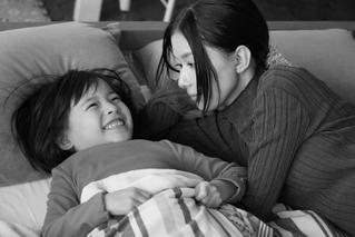 【こどもの日記念】「Arc アーク」芳根京子&注目子役・鈴木咲の母娘ショット公開