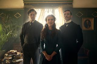 ミリー・ボビー・ブラウン&ヘンリー・カビル主演「エノーラ・ホームズの事件簿」続編製作へ